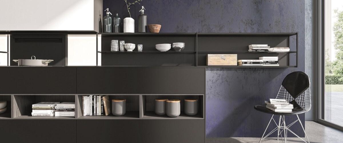 fabricant de cuisine italienne cuisine avec portes en verre laqu noir et plans de travail inox. Black Bedroom Furniture Sets. Home Design Ideas